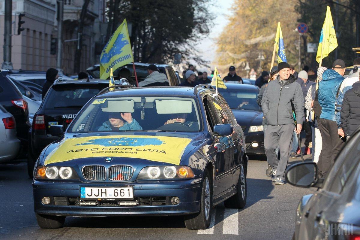 """Водители на """"евробляхах"""" перекрыли улицы нескольких городов / фото УНИАН"""