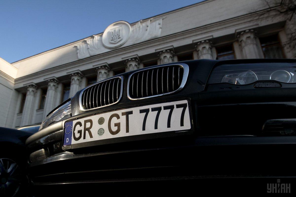 У Києві за традицією власники автомобілів на єврономерах перекрили урядовий квартал / УНІАН