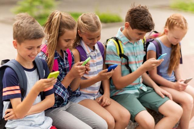 Подростки в возрасте 11-17 лет ведут сидячий образ жизни / фото agenciadenoticias.es