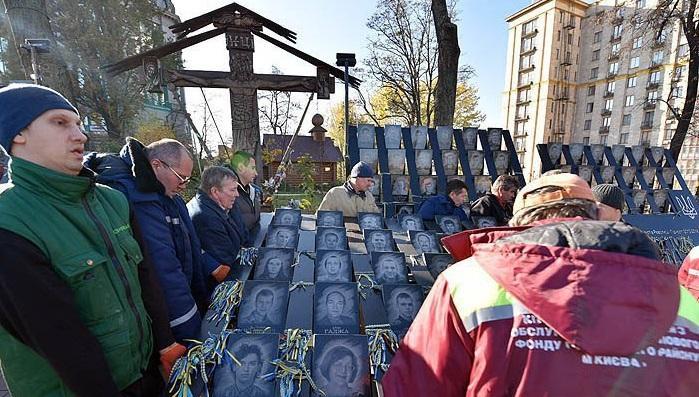 На аллее Героев Небесной сотни демонтировали крест / lb.ua
