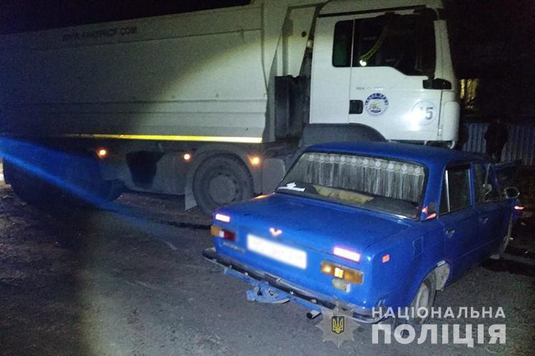 Водій автомобіля ВАЗ-2101 виїхав на смугу зустрічного руху і зіткнувся із вантажним автомобілем марки MAN / фото Нацполіція