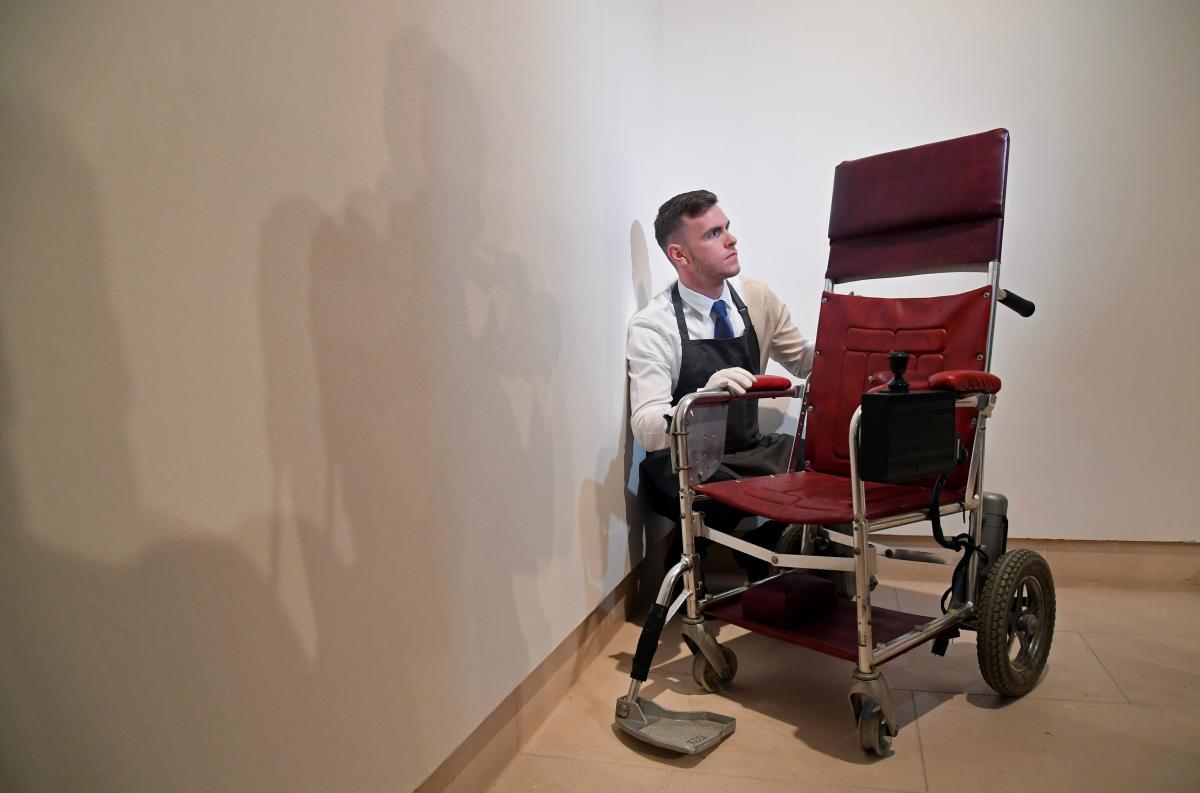 Крісло продали майже за 300 тисяч фунтів / REUTERS