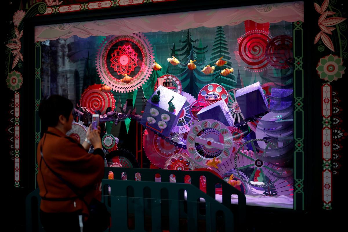 Універмаг Galeries Lafayette's у Парижі вже прикрасили до Різдва / Фото REUTERS