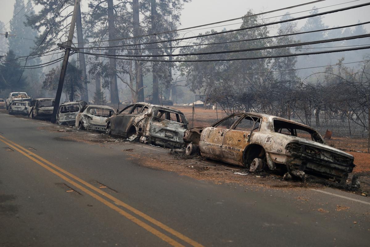 Последствия лесного пожара в Калифорнии / REUTERS