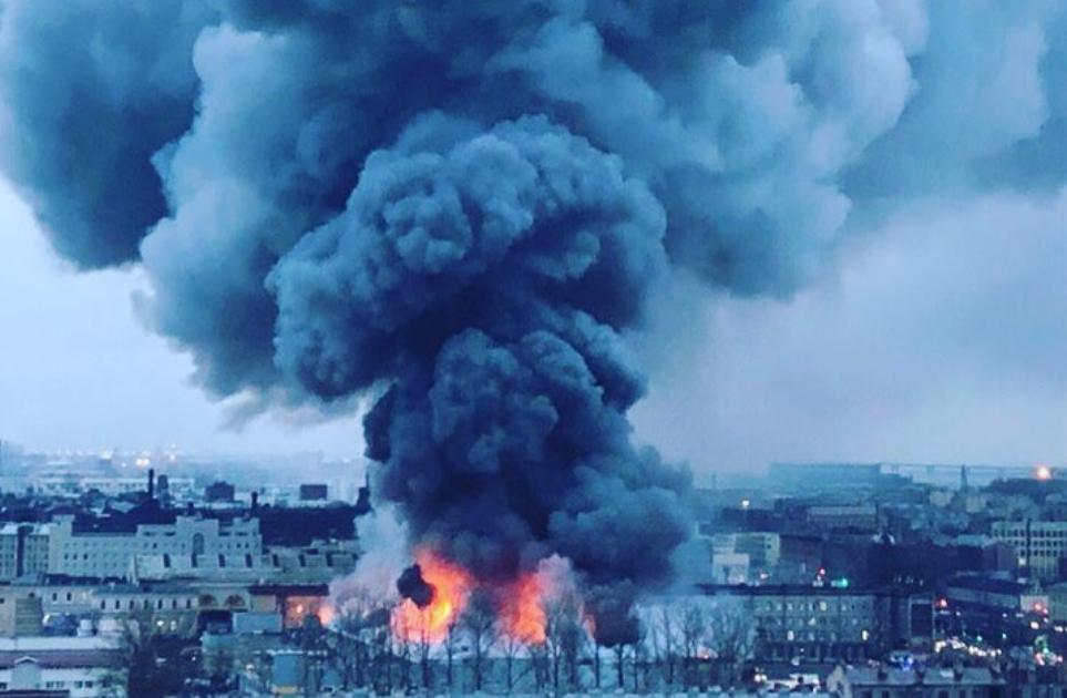"""В Питере горит гипермаркет """"Лента"""" / фото соцсети"""