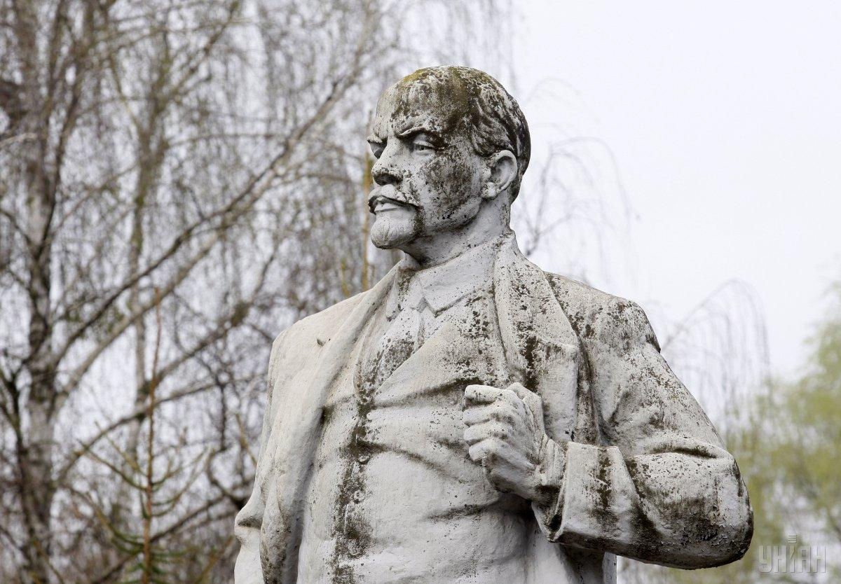Пам'ятник Леніну знайшлиу селі Старі Трояни/ фото УНІАН