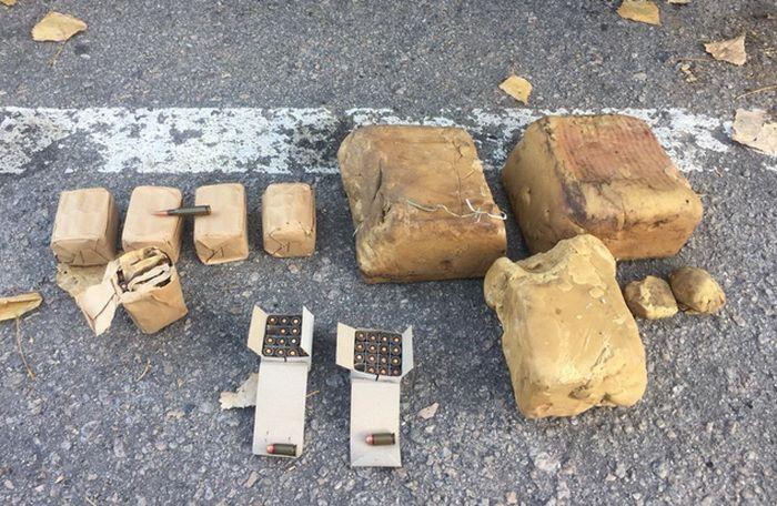 Военного задержали во время продажи 5 кг взрывчатки и 200 патронов / фото facebook/SecurSerUkraine