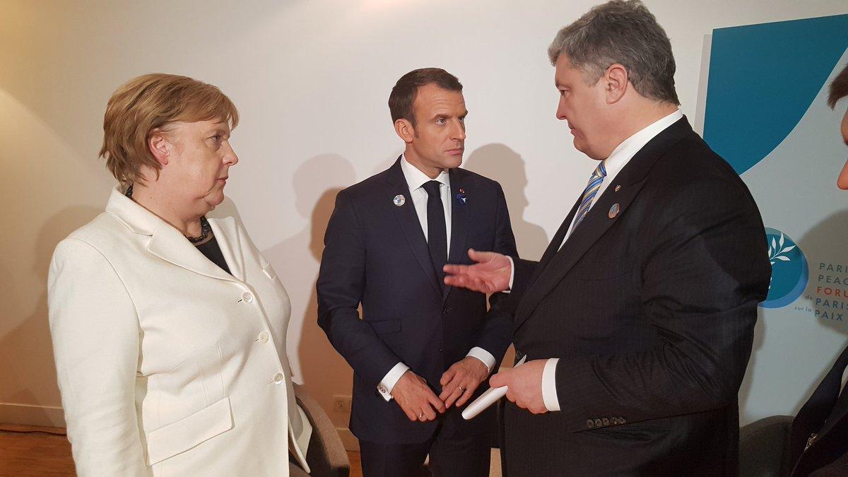 Порошенко в Париже провел переговоры с Меркель и Макроном / фото twitter.com/stsegolko