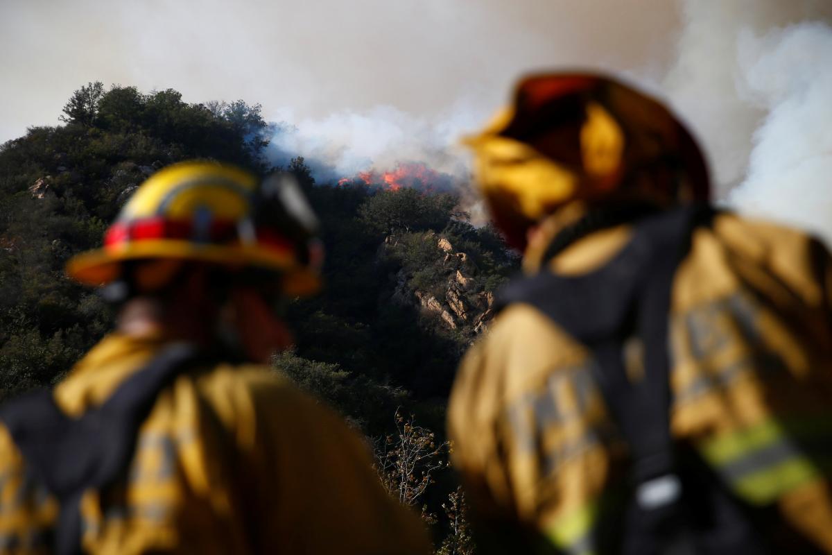 В Калифорнии все еще бушуют пожары / REUTERS