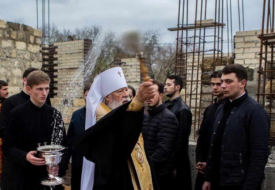 Митрополит Агафангел совершил закладку храма в честь святителя Василия Великого / eparhiya.od.ua