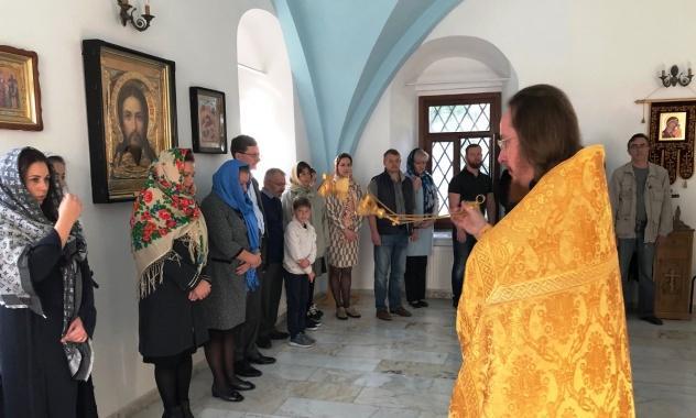 Богослужіння у храмі на честь святих рівноапостольних Костянтина та Олени / mospat.ru