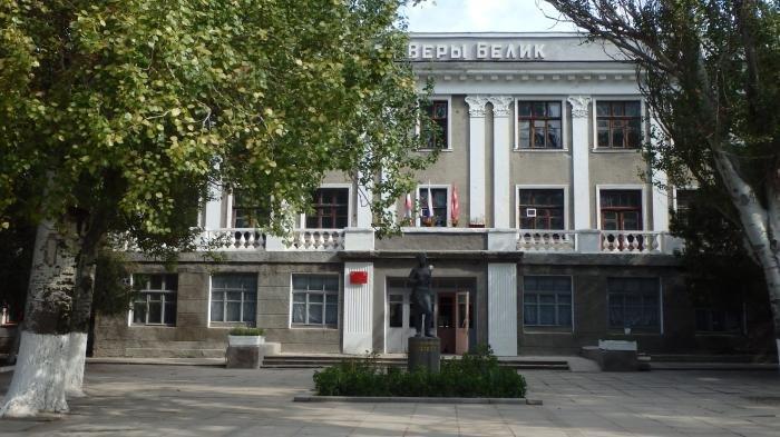 Школа№17 находится наулице Войкова рядом с керченским политехническим колледжем / Фото Керчь.ФМ
