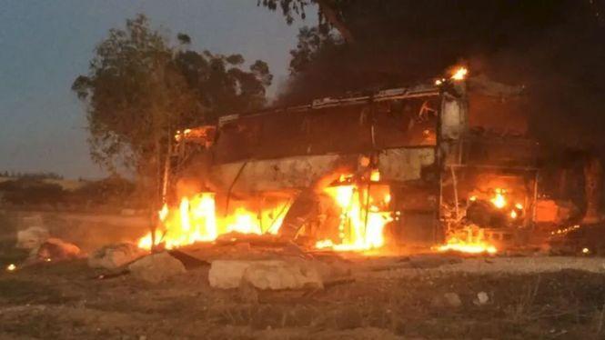 Один зі снарядів знищив автобус на ізраїльській території / фото: Israel Defense Forces via Twitter