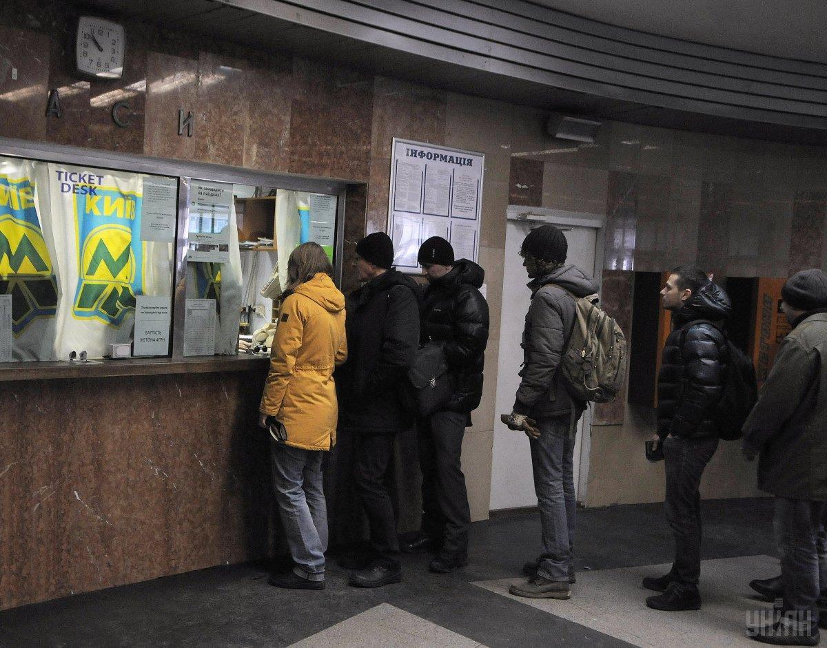 Дополнительные часы добавляются к обычному времени работы каждой станции / фото УНИАН
