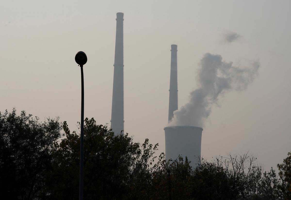 Глобальные выбросы углерода необходимо сократить на 45% к 2030 году / фото REUTERS