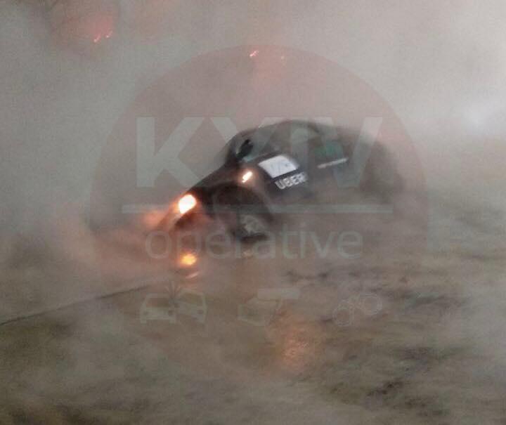Коммунальщики оперативно ликвидируют повреждение теплосети на пересечении Руставели и Саксаганского