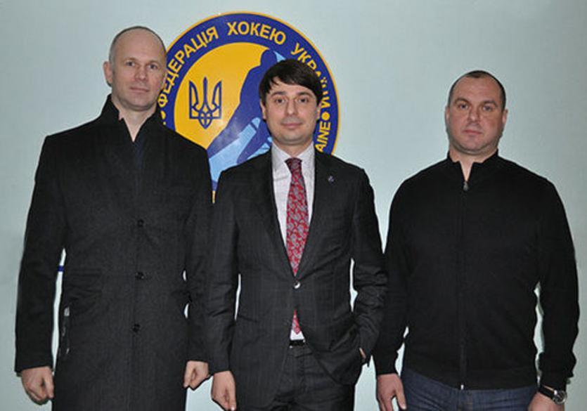 Андрей Срюбко (в центре) - новый главный тренер сборной Украины по хоккею / fhu.com.ua