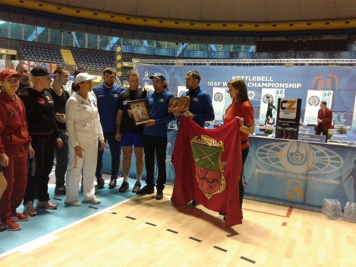 Спортсменка подарила Узбекистанской епархии списки запорожских икон / hramzp.ua
