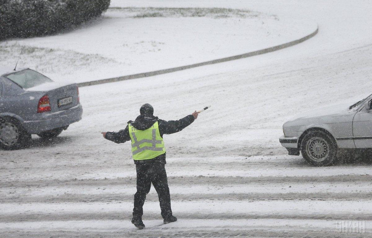 На трассах Западной Украины опасные условия из-за снегопада / фото УНИАН