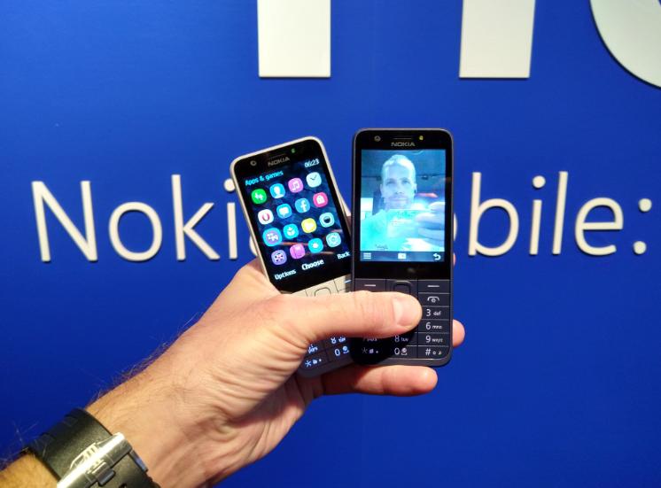 Nokia 230 доступны в светло-сером и темно-синем цвете \ @sarvikas
