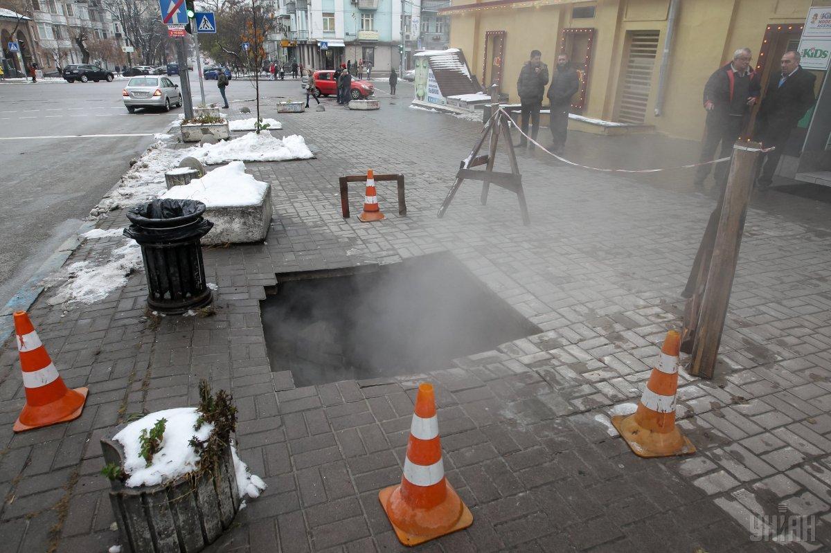 В центре Киева опять прорыв теплосети \ УНИАН