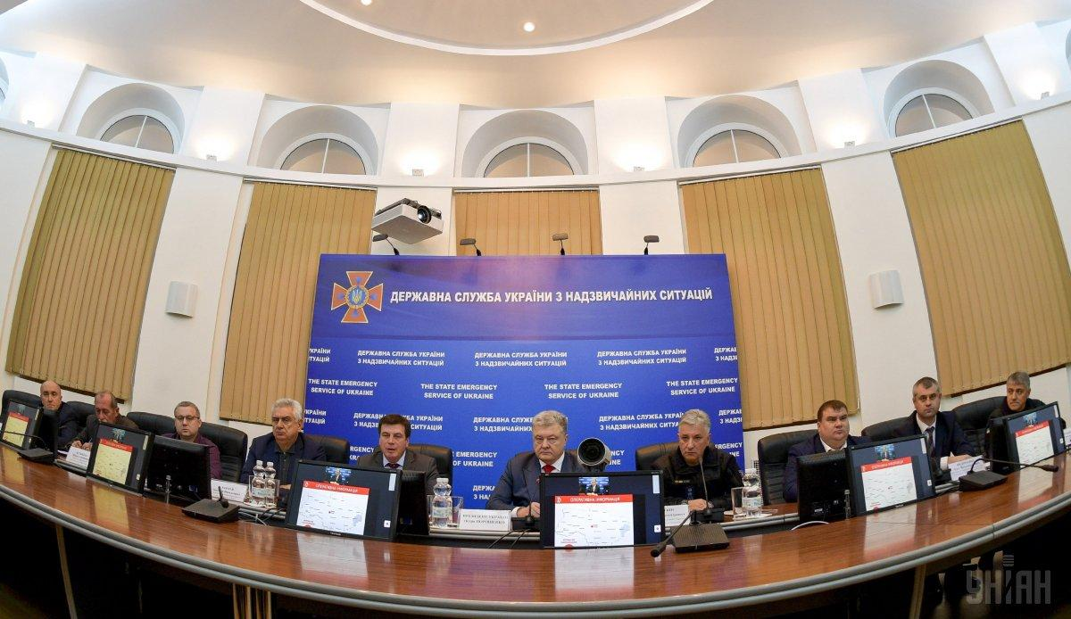 Ранее Порошенко дал чиновникам несколько часов на восстановление теплоснабжения в Смеле / фото УНИАН