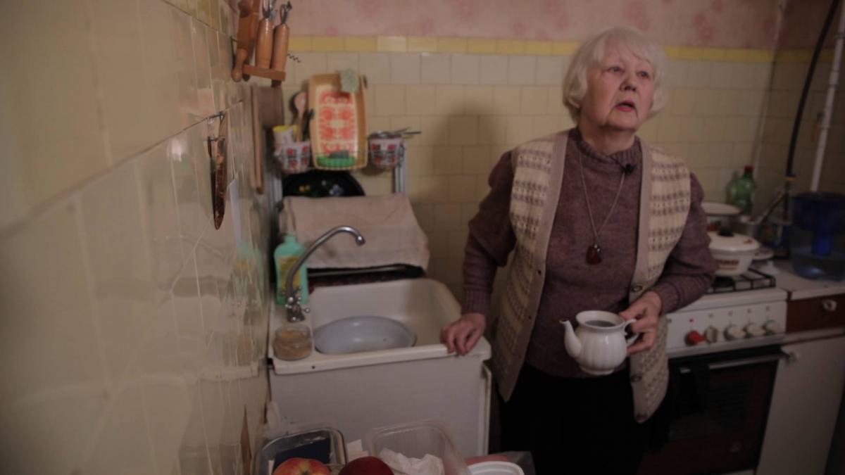 Муза Олексіївна живе сама в однокімнатній квартирі і сама себе забезпечує