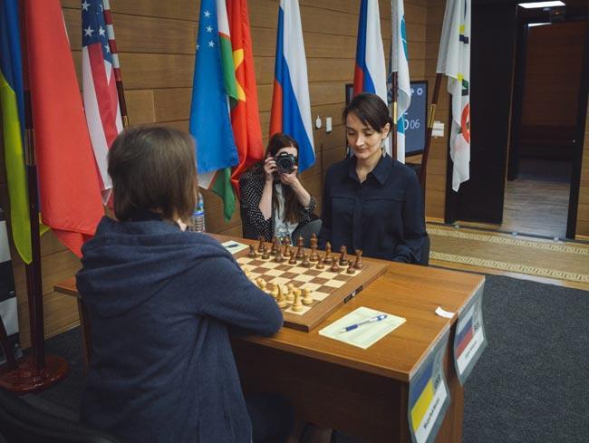 Мария Музычук и Екатерина Лагно дважды сыграли вничью в полуфинале чемпионата мира / sportonline.ua