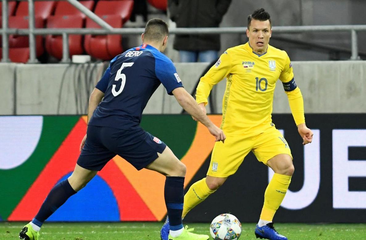 Евгений Коноплянка был лучшим игроком сборной Украины в матче со Словакией / REUTERS