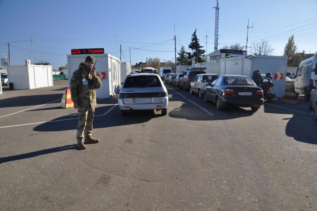 С утра в очередях на въезд и выезд стояли 190 автомобилей / фото dpsu.gov.ua