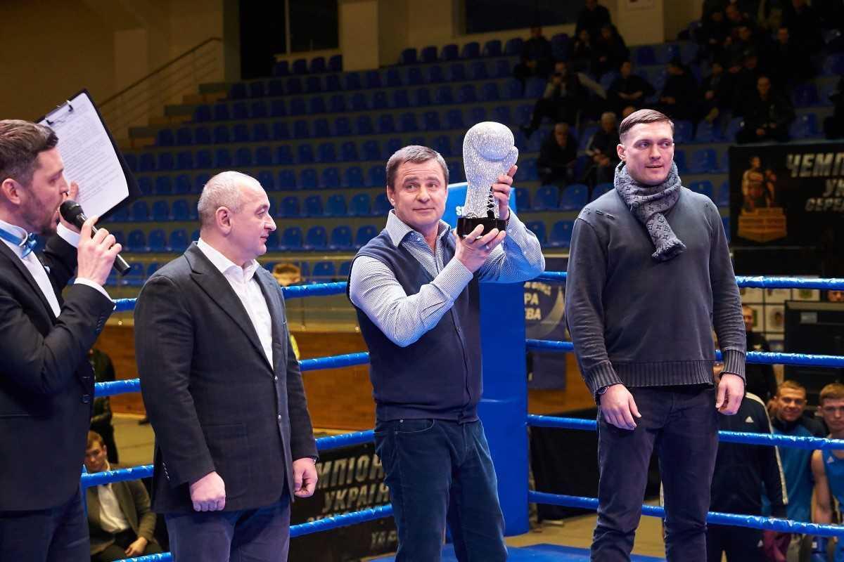 Усик отримав перший в історії українського боксу Кубок легенд / fbu.org.ua