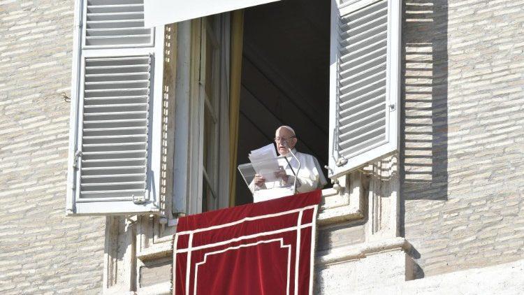 Папа Римский помолился о пострадавших в ЦАРи США / vaticannews.va