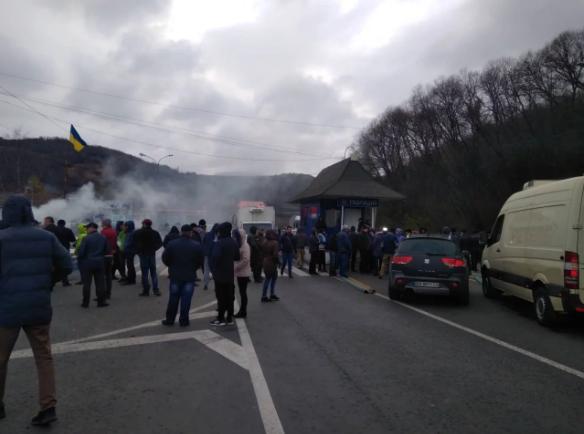 На Закарпатті жителі протестують проти високих цін на газ / фото 112.ua