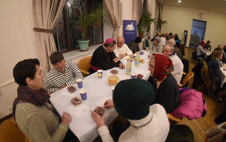 В Киеве сообщество святого Эгидия накормила 150 бедных и бездомных / kmc.media