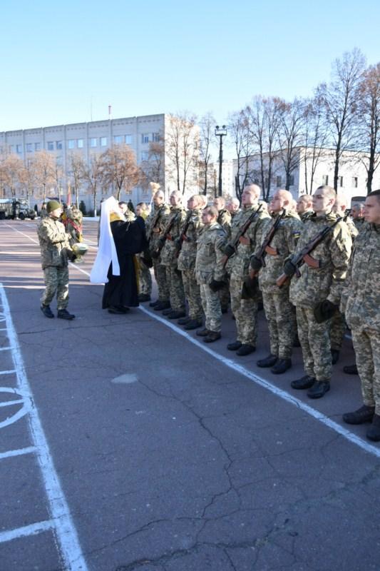 Митрополит УПЦ благословив новобранців на військове служіння / orthodox.com.ua