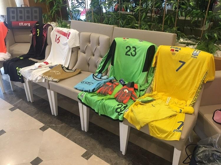 Українці проведуть гру з командою Туреччини в традиційній формі жовтого кольору / ffu.ua