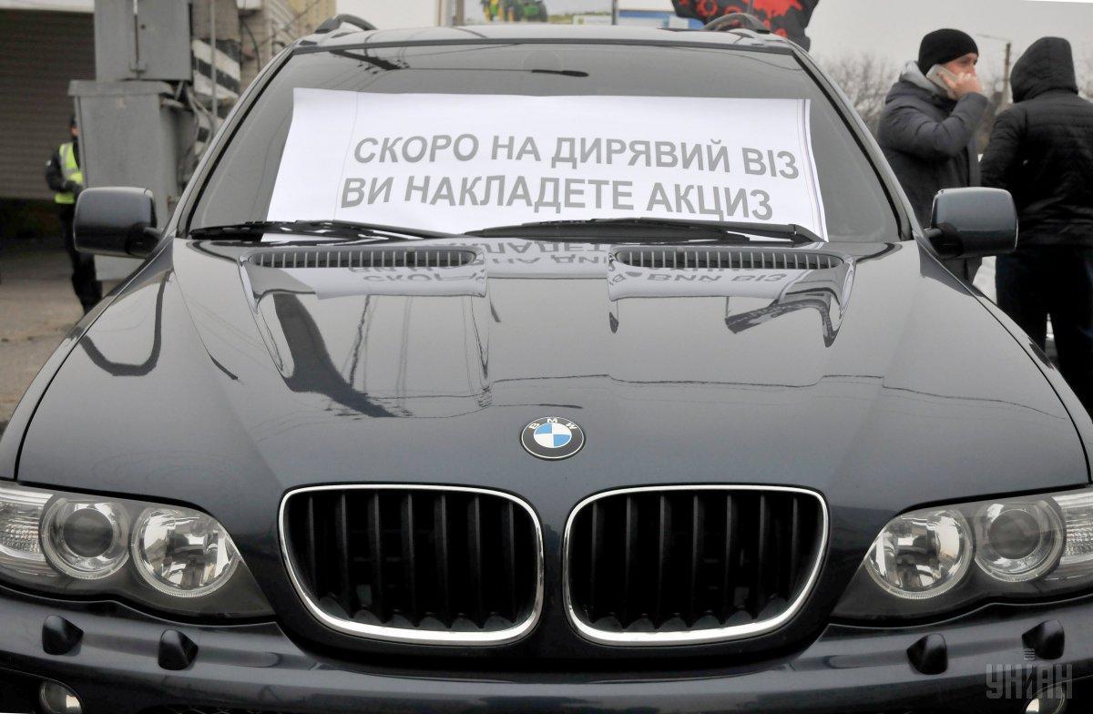 Владельцы авто на еврономерах частично заблокировали трассу Одесса-Киев / фото УНИАН