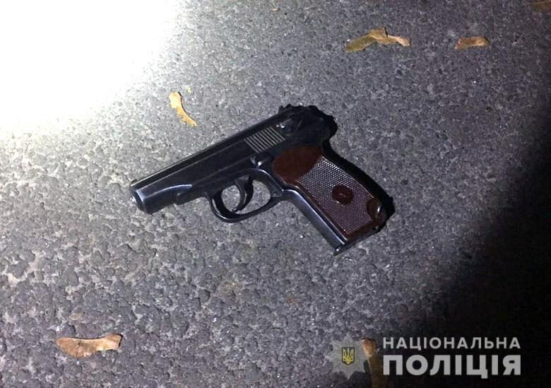 Разрешение на ношение пистолета злоумышленник не имел / фото npu.gov.ua
