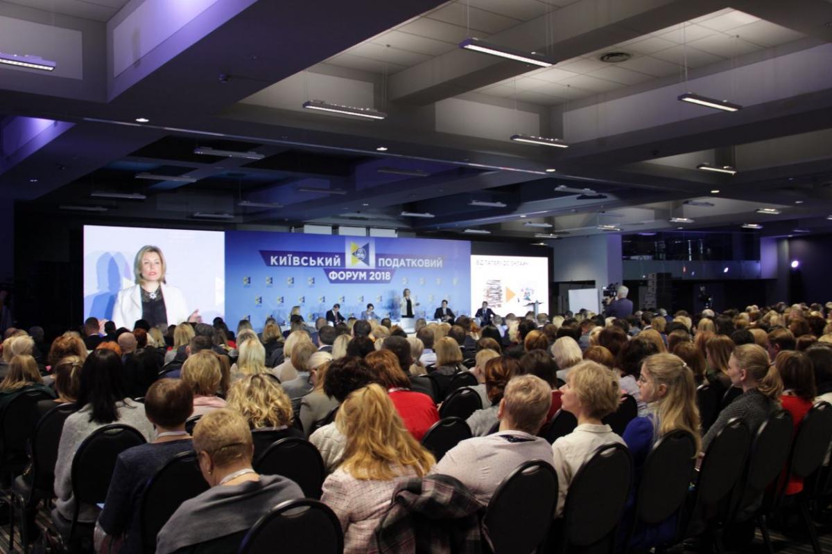 С трибуны выступили Нина Южанина, депутаты горсовета и представители Минфина / фото УНИАН