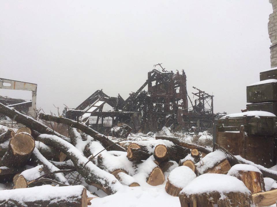 Передовую на Донбассе засыпало снегом / фото facebook.com/backandalive