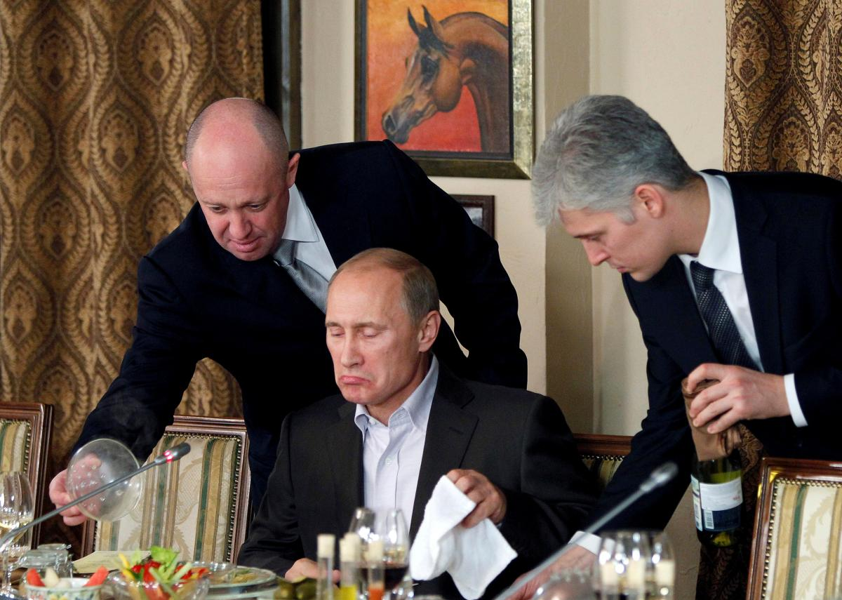 Евгений Пригожин (слева) и Владимир Путин / REUTERS