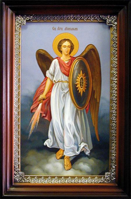 Архангела Михаила часто изобжарают с огненным мечом и щитом в руках / фото pravsobor.kz