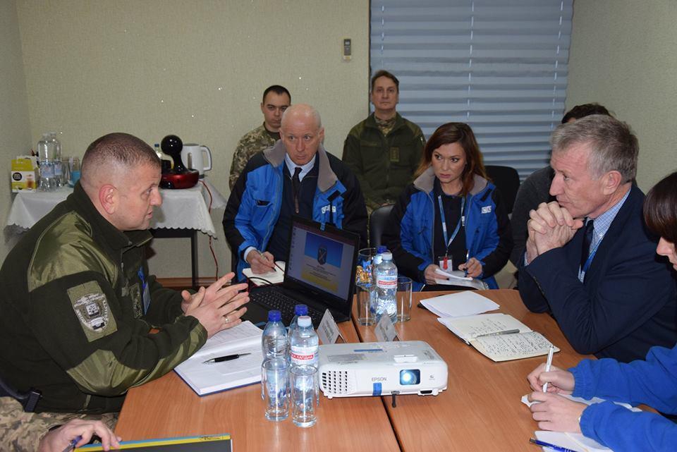 Этерингтон встретился с командованием ОС / фото пресс-центр штаба ООС