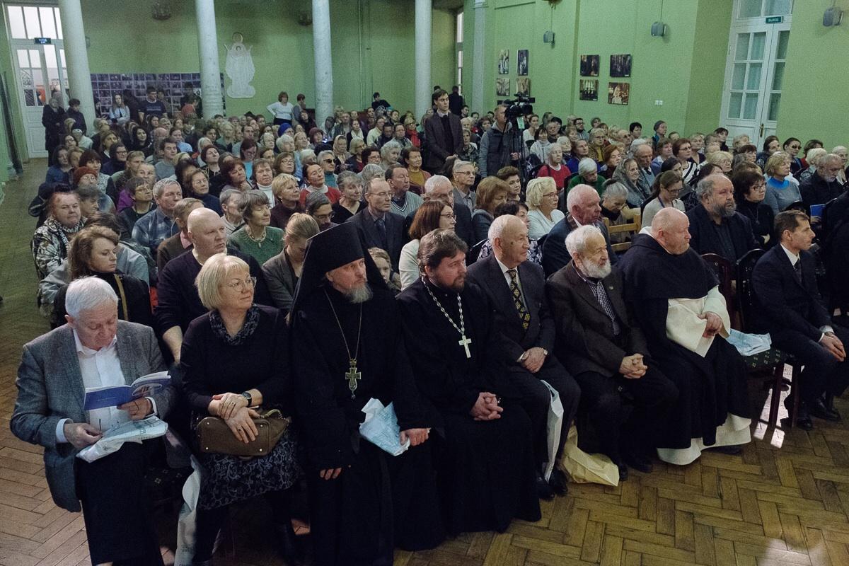 В Александро-Невской лавре открылся фестиваль христианского кино/ mitropolia.spb.ru