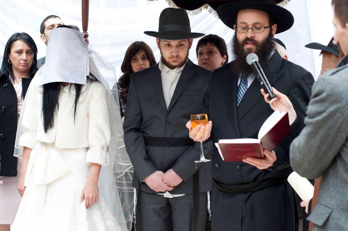 В Израиле суд раввинов отобрал у женщины дом за измену / happymigration.com