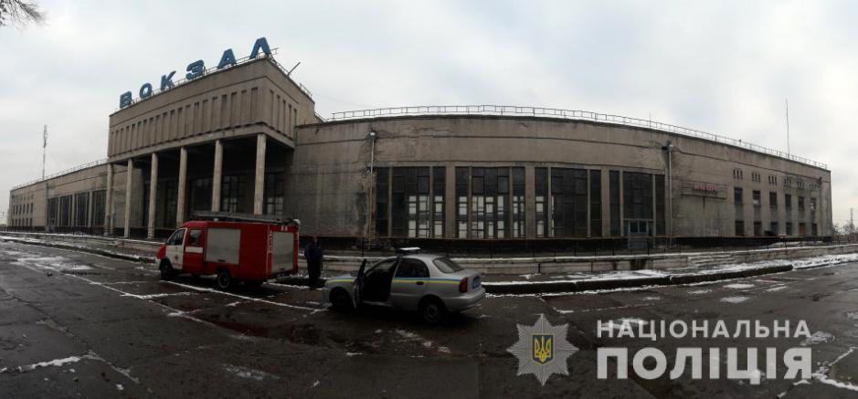 На место выехали взрывотехники, кинологи и следственно-оперативная группа / фото Нацполиция