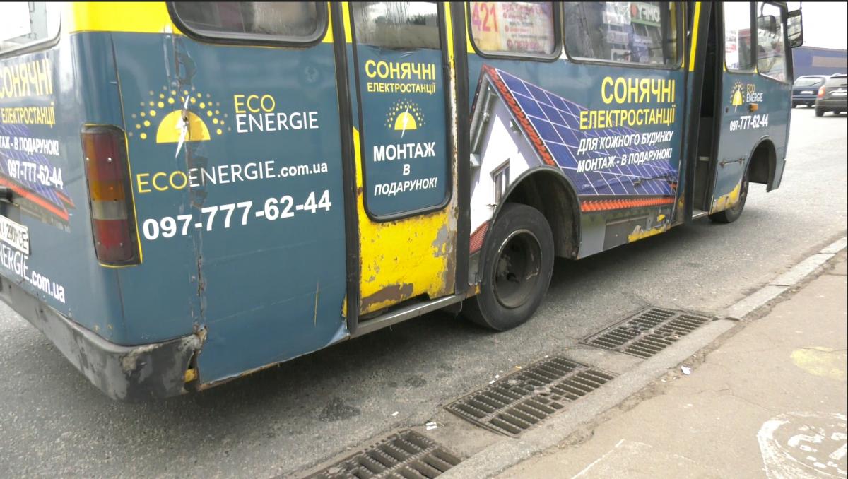 У автобуса повністю дірявий кузов \ УНІАН