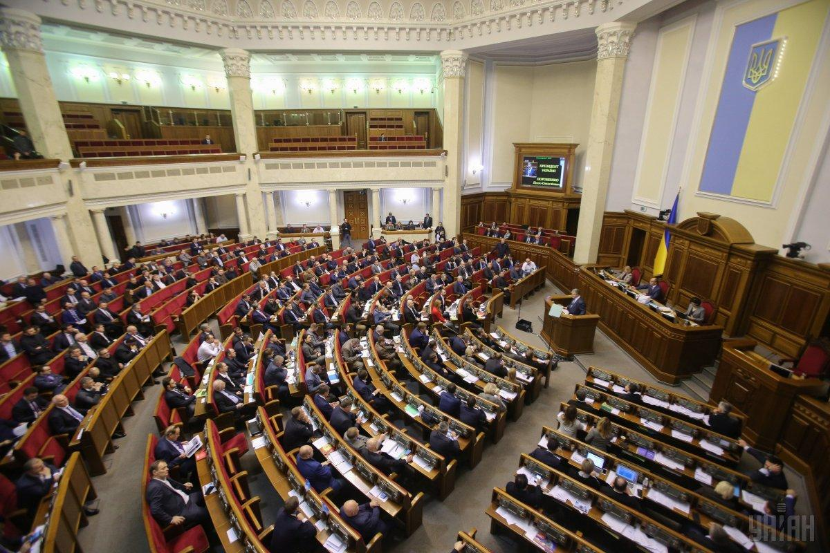 Радаприступила к обсуждению указа о введении военного положения в Украине на внеочередном заседании фото УНИАН