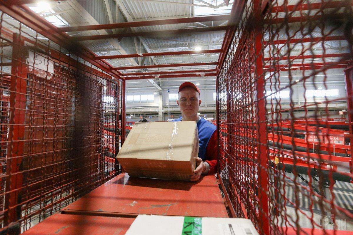 Законопроект спрямований на зниження податку на посилки / фото УНІАН Володимир Гонтар