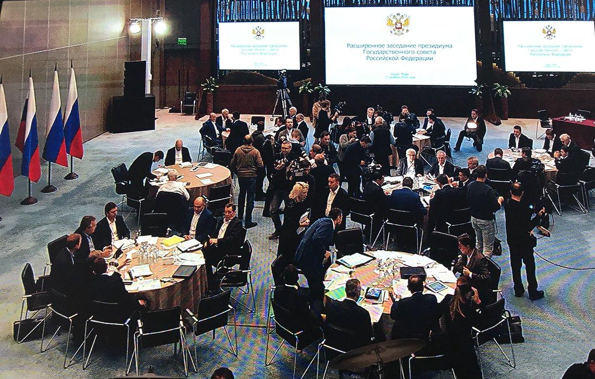 23 ноября Путин с приспешниками прибыл в Крым / фото twitter.com/dimsmirnov175